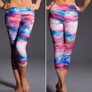 Onzie pink sky crop leggings